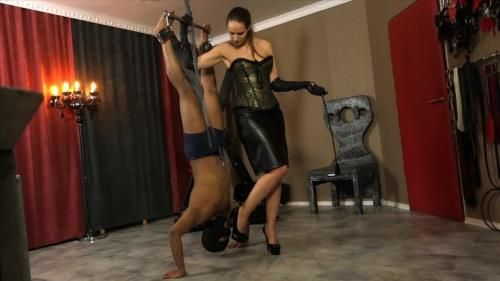 Lady Iveta - Inverted Pumpslicking