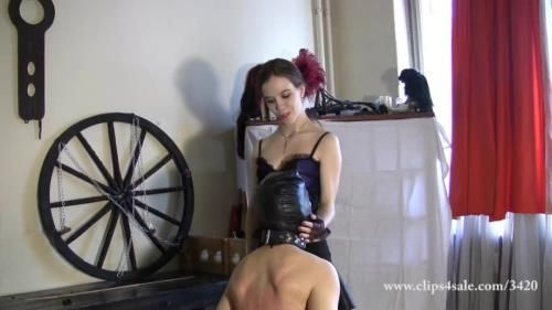 Lady Victoria - C230 Whipping