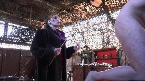 Mistress Cloe - Venus In Furs - The Caning