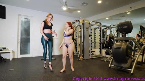 Lizzy Lamb And Sablique Von Lux - Tiny Girl Pushed Around In Gym