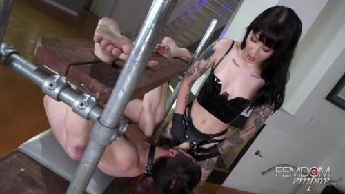 Mistress Charlotte - Goth Girls Do It Better