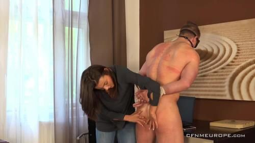 Lucy Vojak - Pizzaman Tomas Decastro Is Taken To Task By His Customer