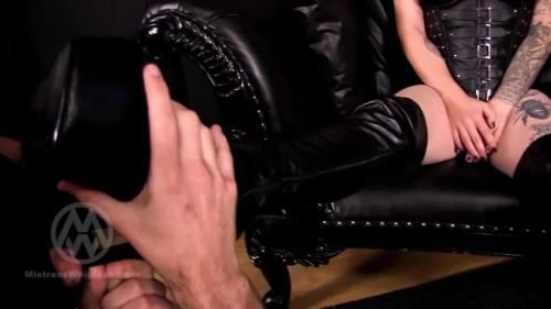 2 Mistresses Make Slaves Lick Their Long Leather Boots Wl1472