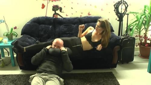 Mistress Suzy - Suzy Loves To Squeeze Heads