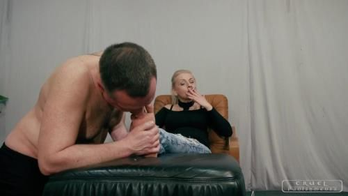 Lady Gwen - Severe Femdom - Cleaning Her Soles