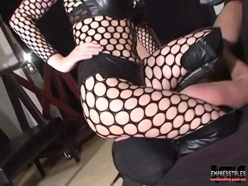 Fishnet Scissor Hold