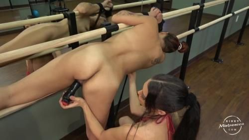 Mistress Susi - The Slave Girl In The Ballet Room