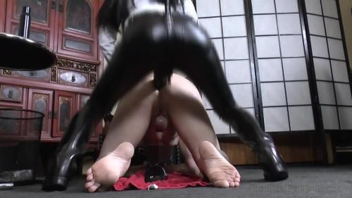 Breaking A Slave In Rubber Riding Boots 3