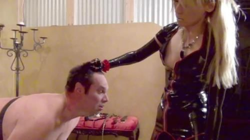A Cruel And Sadistic Rubber Whipping Starring Sadist Quorra