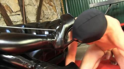 Mistress Ezada - Plateauboots Licking