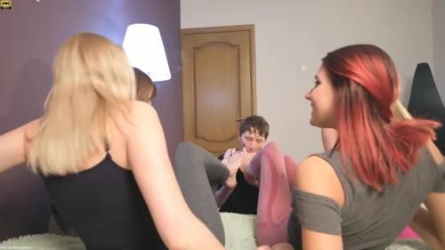 Wooow Amazing N124 Girls Humiliate, Laugh, Spit In The Face And Make You Lick Your Feet