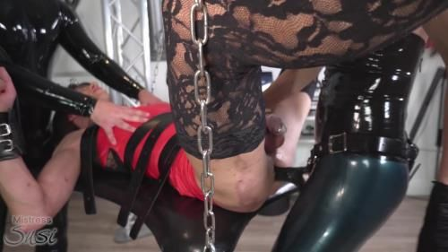 Strapon Fucked By The Rubber Mistress And Touched By The Rubber Slave