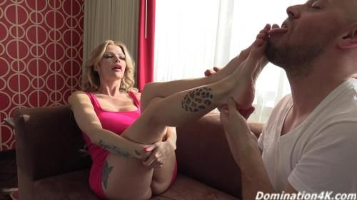 Joslyn James - Sucking On The Strippers Toes