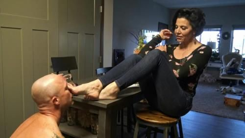 Cuckoldress Zephy - Humiliating My Foot Slave 1