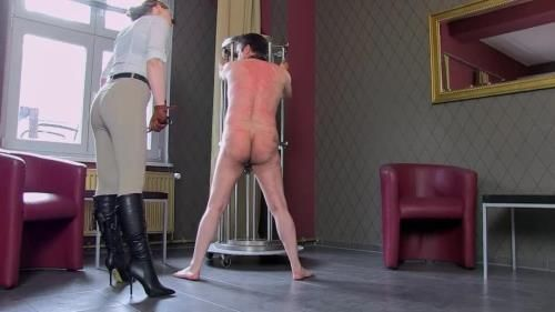 Mistress Cloe - Whipped In The Bar