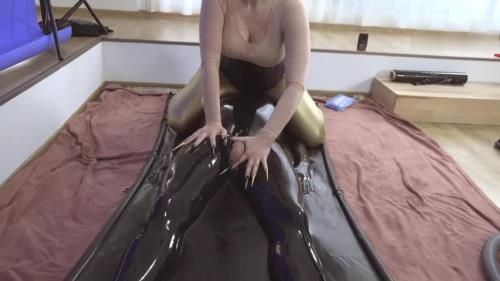 Bizarre Goddesses, Kinkydomina Handjob Reward In Latex Vacuum Bed